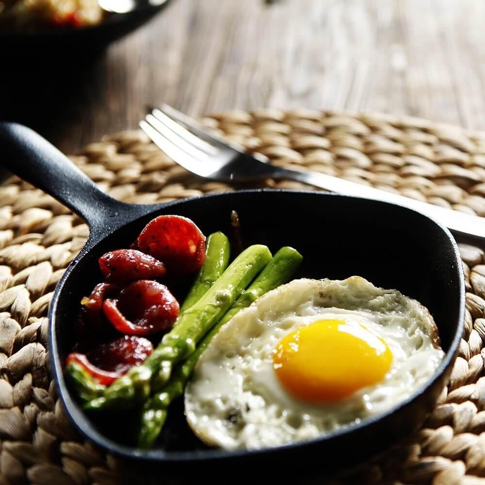 朝食にサニーサイドアップ