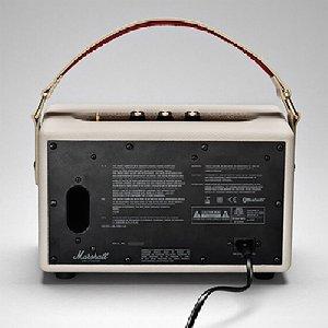 自宅では付属のACコードを接続した使用&充電。